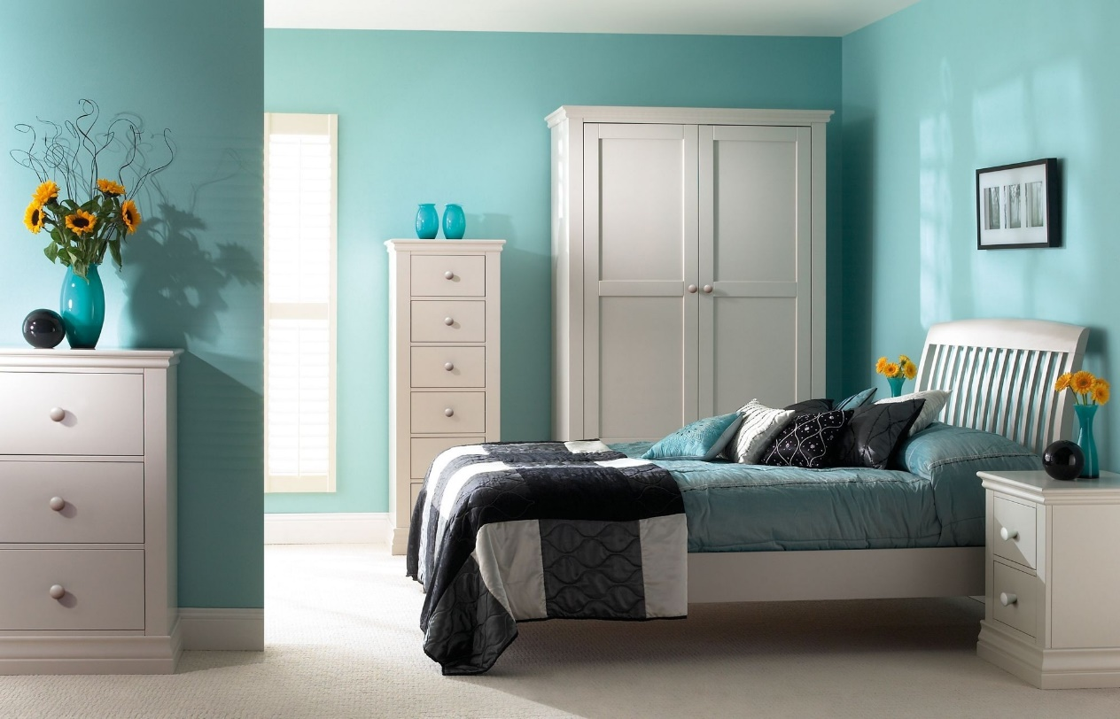 C:\Users\Sophia\AppData\Local\Microsoft\Windows\INetCache\Content.Word\Latest-Top-Wall-Color-Combinations-Blue-With-Colors-Decorating-Ideas-Turquoise-Simple-Master-Bedroom-Color-Wall-Bedroom-Colour-Combination-Designs-In-Turquoise-Bedroom.jpg