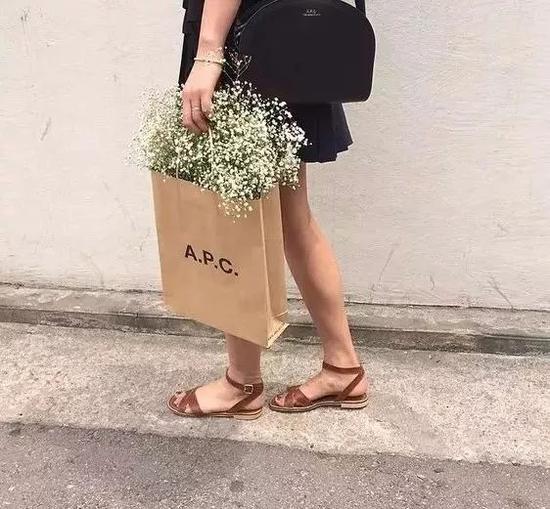 http://n.sinaimg.cn/fashion/crawl/259/w550h509/20180514/2hx7-hapkuvk3516904.jpg