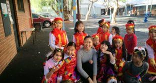 D:\Sally Bai\生活网文章\0723\演出前老师鼓励孩子们要加油.JPG