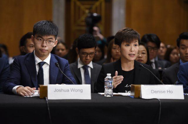 香港眾志秘書長黃之鋒與香港歌手何韻詩出席9月17日美國聽證會發表香港反送中的所見所聞(圖片來源:OLIVIER DOULIERY/AFP/Getty Images)