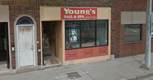 """""""Young's Nails""""美甲店"""