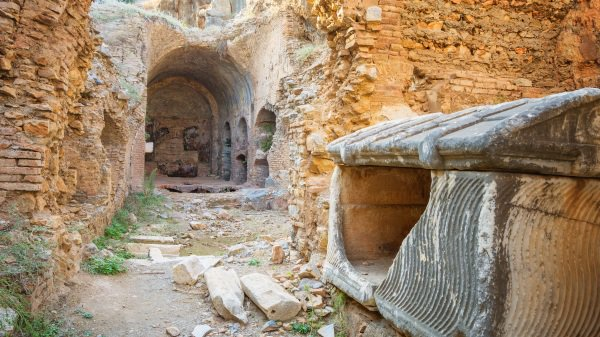 """当年,为了躲避罗马皇帝的迫害,""""七圣童""""跑到土耳其以弗所的山洞里。(图片来源:Adobe Stock)"""
