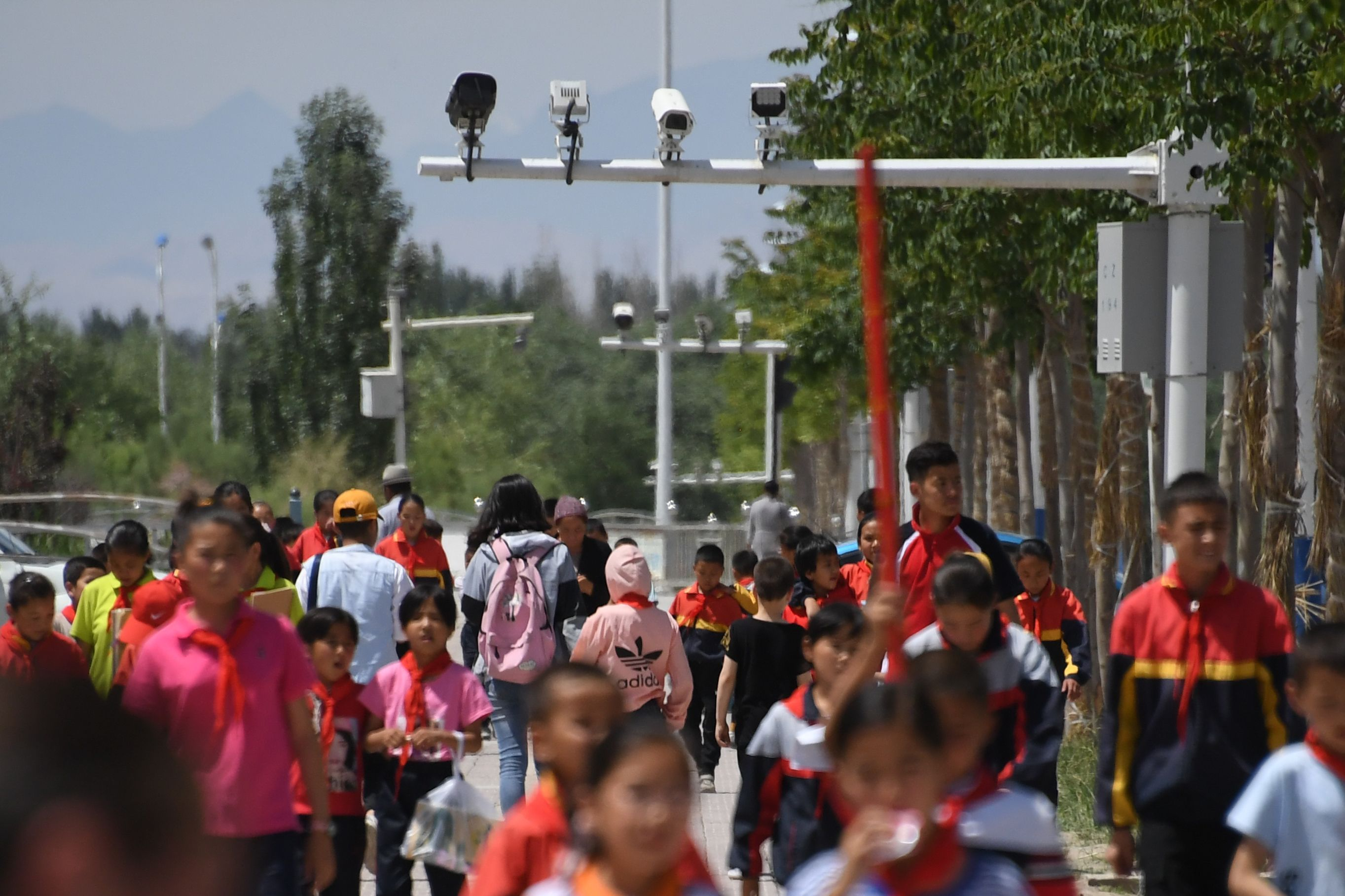 中共在新疆拘禁维吾尔族人。(图片来源:GREG BAKER/AFP via Getty Images)