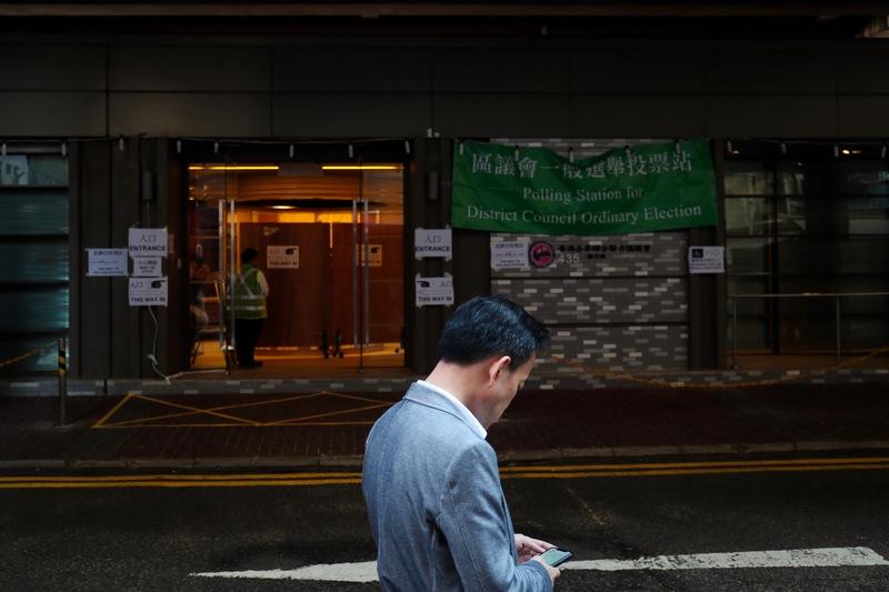 香港区议会选举投票时间为24日投票時間為24日早7:30-晚10:30(图片来源:中央社)