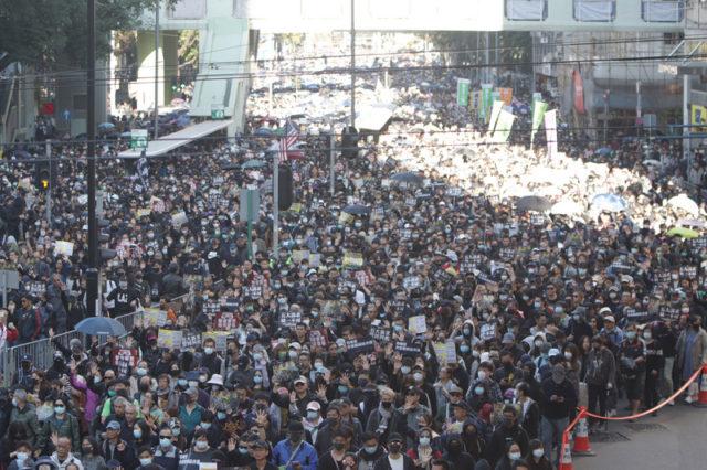 民阵12月8日的游行约有80万人参加(图片来源:中央社)