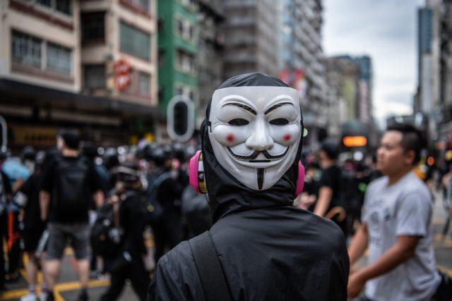 港府宣布实行《禁蒙面法》引发港人更多的抗争。(图片来源: Laurel Chor/Getty Images)