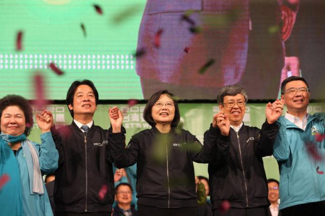 蔡英文与民进党在2020总统大选与立委选举中大获全胜(图片来源:中央社)