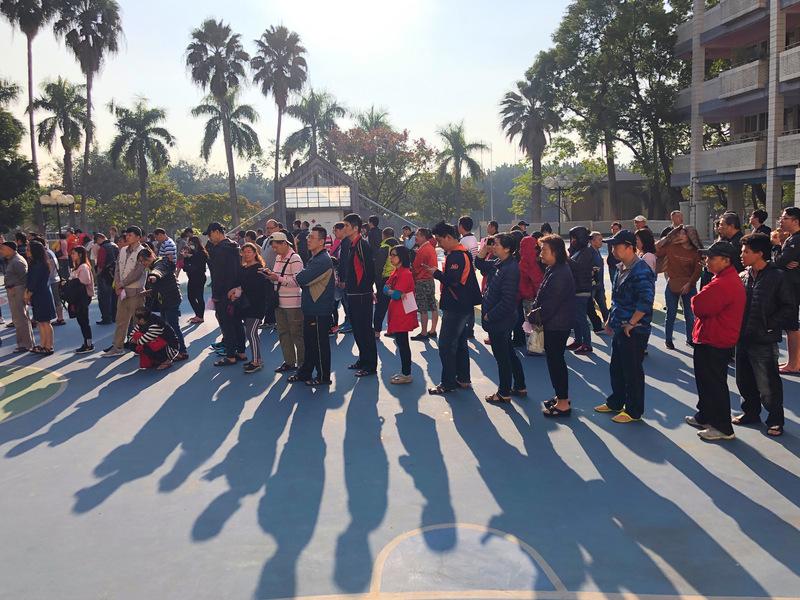 北部地区上午天气晴朗,民众踊跃投票。 (图片来源:中央社)