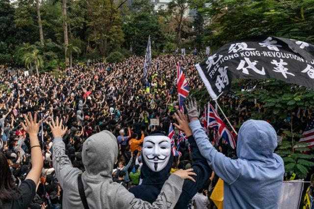 香港民眾19日舉行於中環遮打花園舉行「天下制裁」集會。(圖片來源:Anthony Kwan/Getty Images)