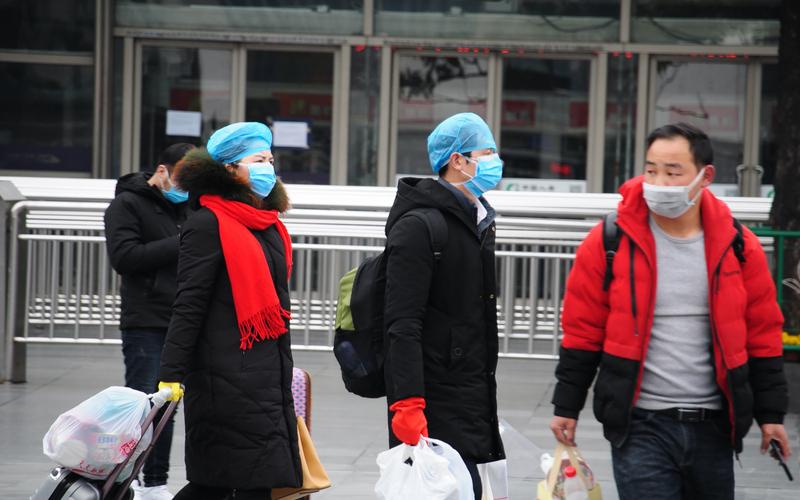 上海火车站前的返工潮(图片来源:中央社)