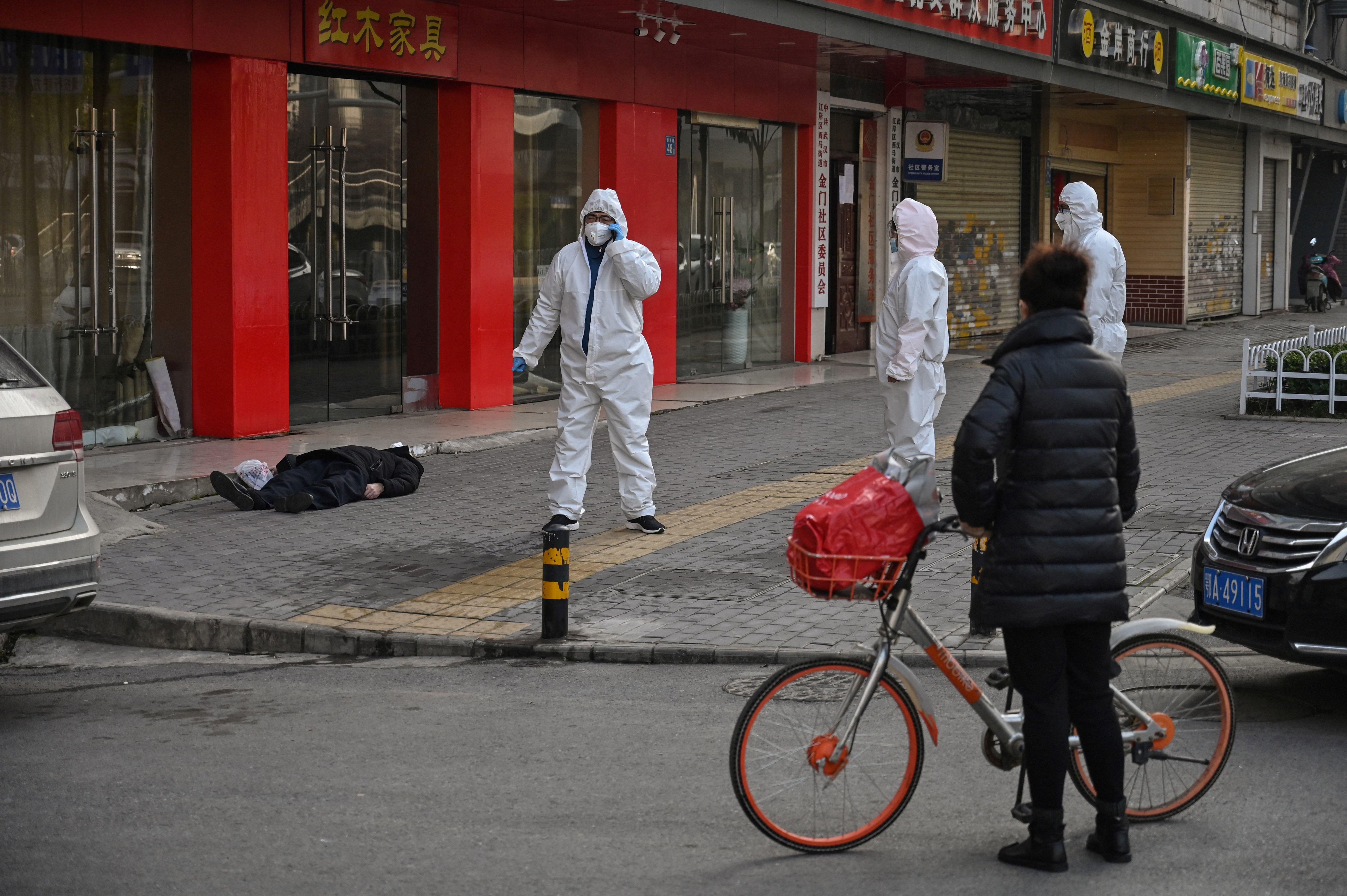2020年1月30日,武汉男子突然倒毙街头。