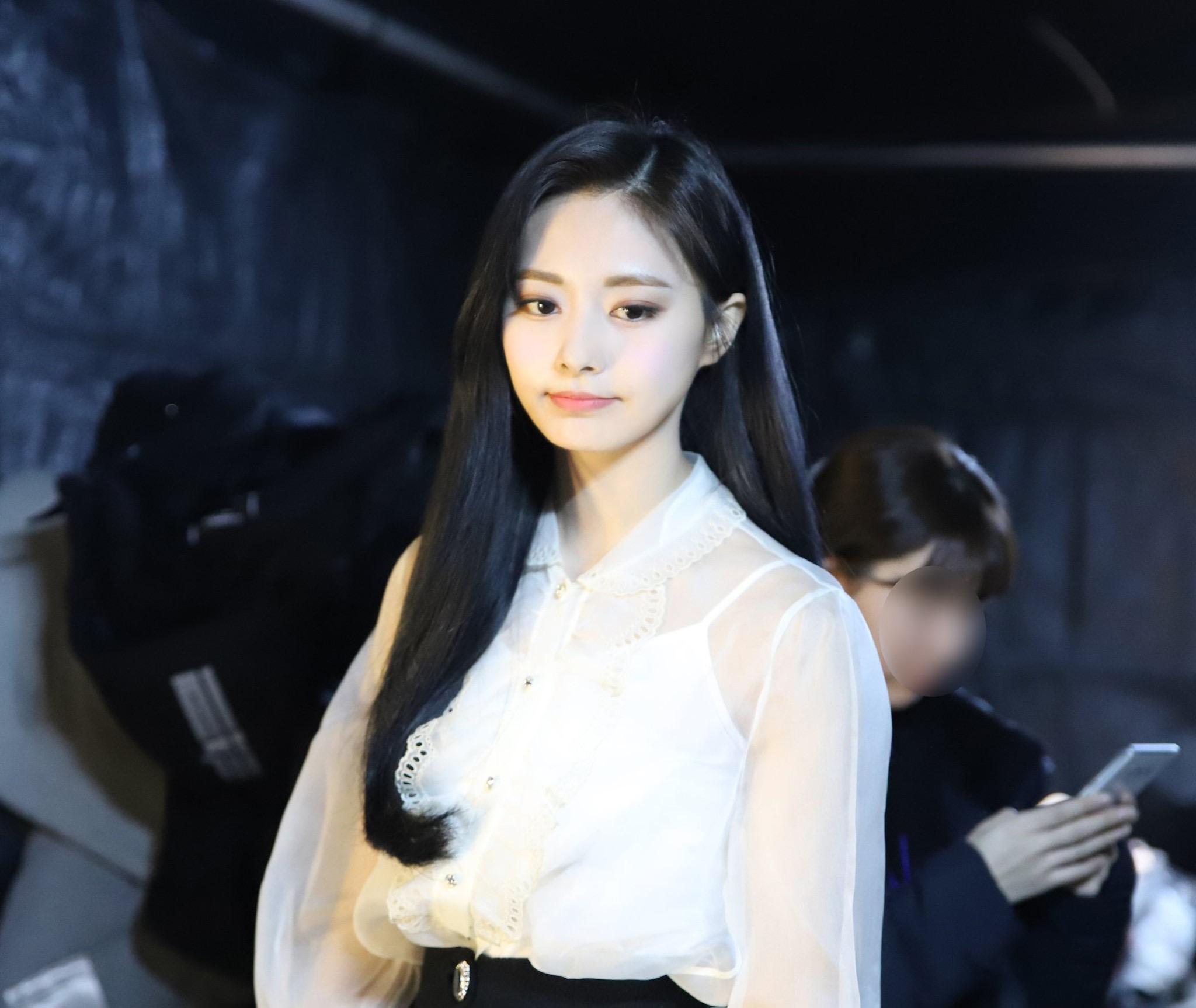 韓國女團TWICE成員周子瑜在「2019 KBS Song Festival」 後台照片。(圖片來源:TWICE官方臉書)
