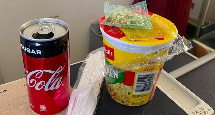 飛機餐是$0.8泡麵 維珍航空商務艙乘客:無法接受!