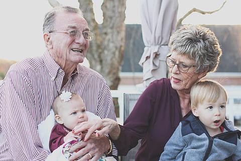 老人 長者 家庭