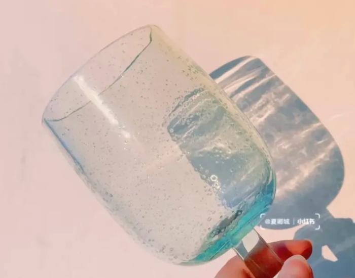 水藍色玻璃酒杯