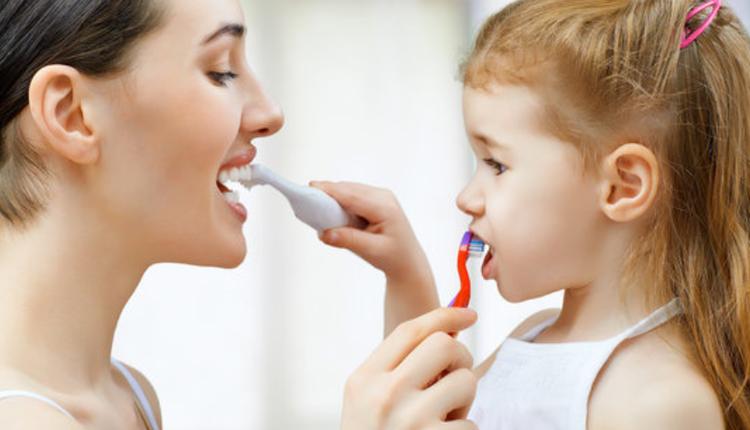 儿童、刷牙