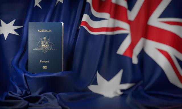 澳洲護照和澳洲國旗