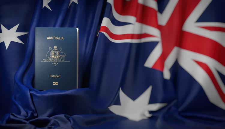 澳洲护照和澳洲国旗