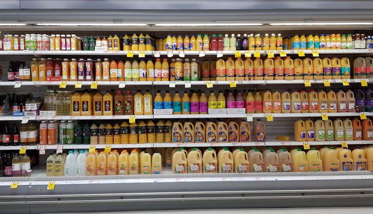 购物 食物 橙汁 水果汁 饮料 冷藏 超市